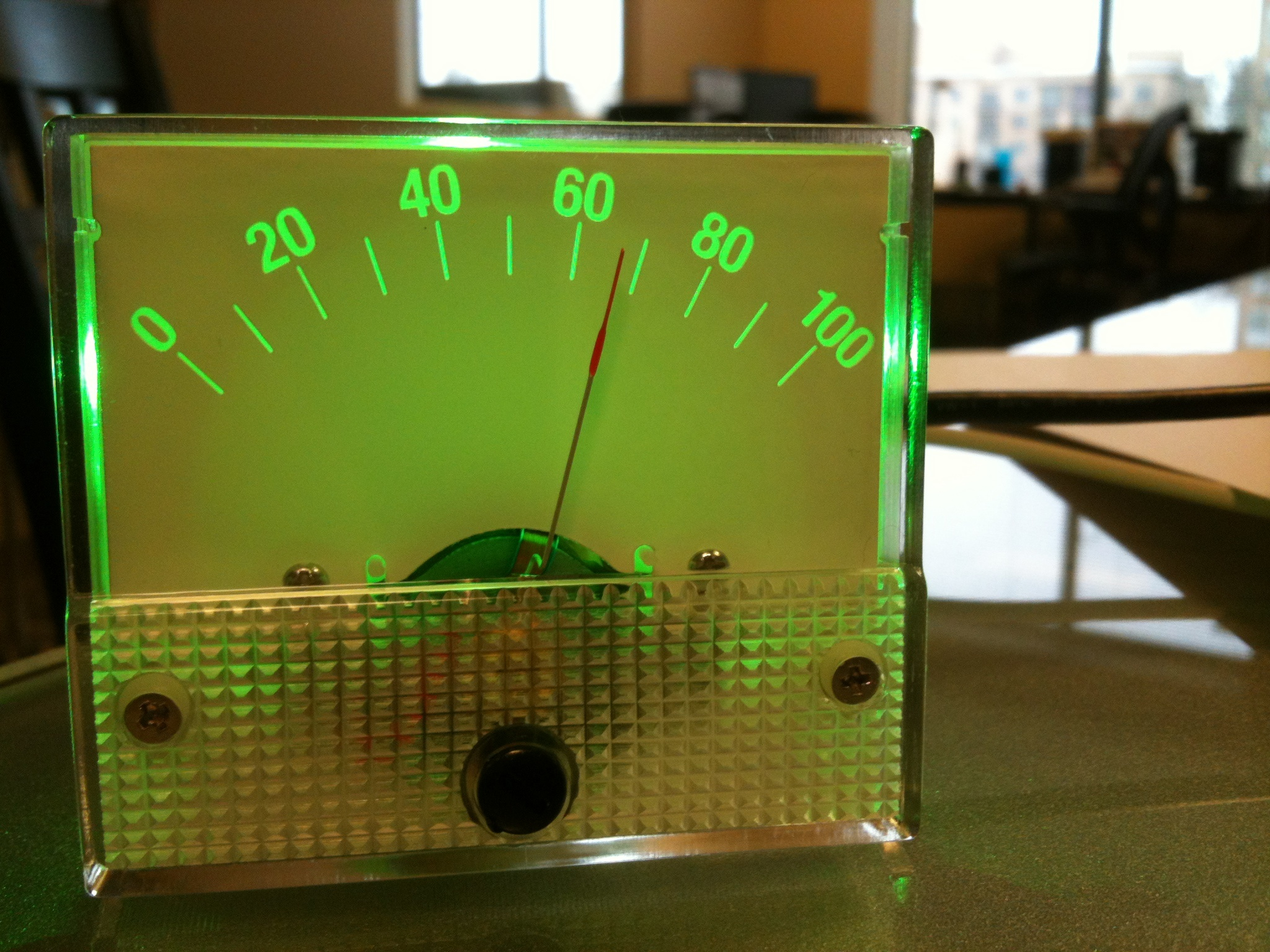 The Monulator: USB-controlled analog panel meter with RGB backlight.